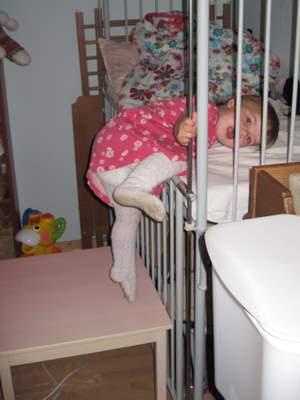 På vej op i sengen - ignorer venligst de ikke-så-rene strømpebukser!