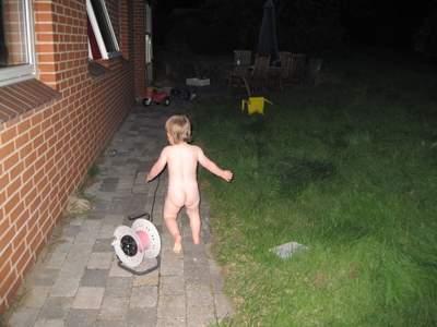 Ellen gad IKKE have nattøj på - utroligt at man efterhånden er nødt til at holde døre og vinduer låst!