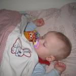 Sovende lille pige