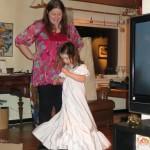 Ellen tjekker om kjolen nu også kan stritte