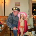 Morfar skal også prøve klæd-ud-tøjet