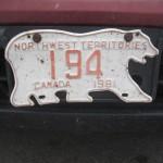 Der er ikke så mange biler i Northwest Territories - men de har fede nummerplader!