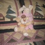 Sengen var fint redt og bamserne sad og hyggede sig